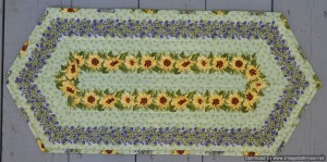 2014_July 1_Daisy Table Runner-Optimized