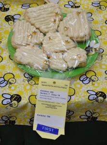 Dana's HoneyBee and Honey Theme - Cookies with honey